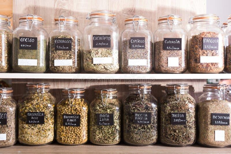 Blikken met kruidenwinkel stock afbeelding