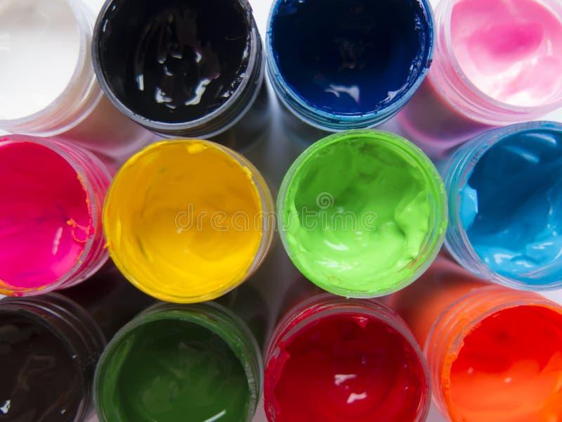 Blikken van gekleurde verf royalty-vrije stock afbeeldingen