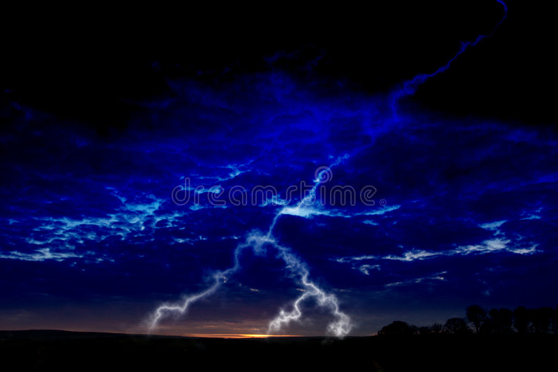 Bliksem bij nacht stock afbeelding
