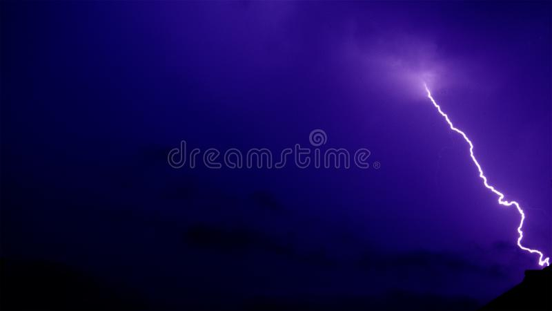 Bliksem & Onweersbuistaking in Nacht in Indore, India stock afbeeldingen