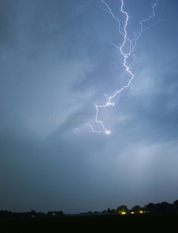 Bliksem tijdens onweersbui royalty-vrije stock foto