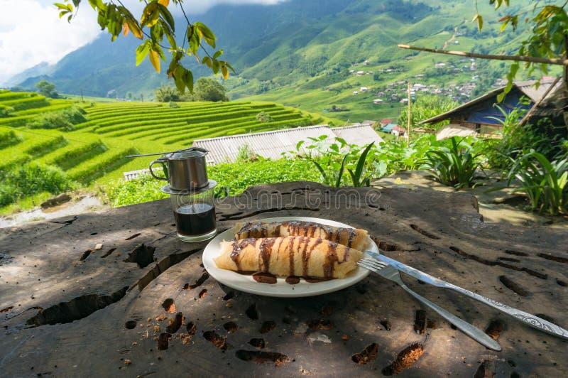 Blinów i wietnamczyka stylowa kawa z malowniczym tłem obrazy royalty free