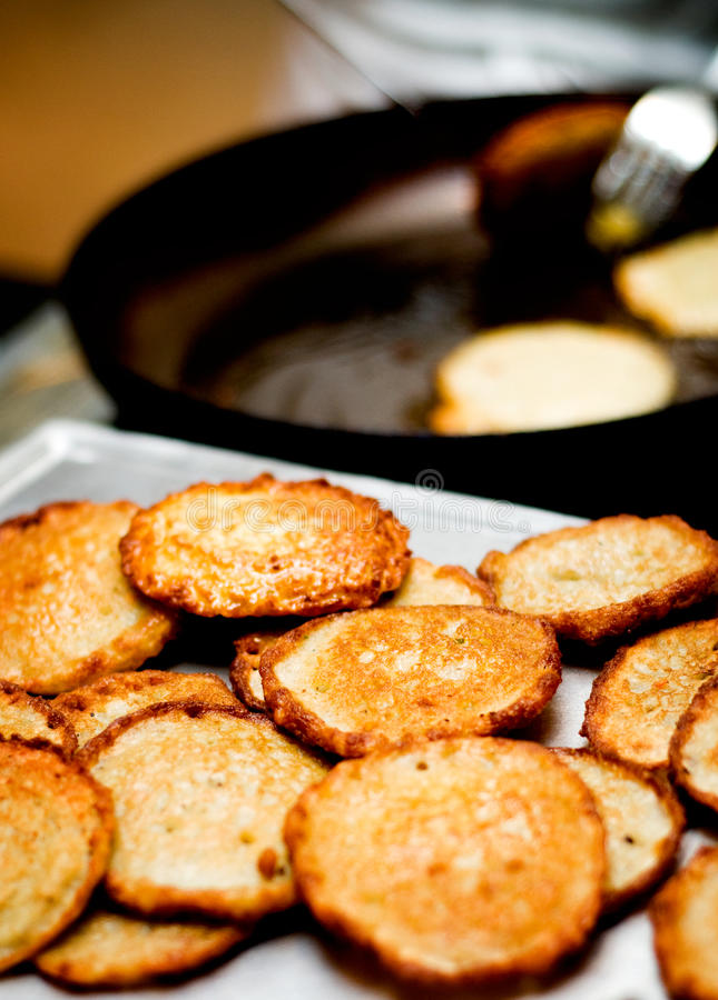 blinów kartoflana przygotowania porcja obrazy stock