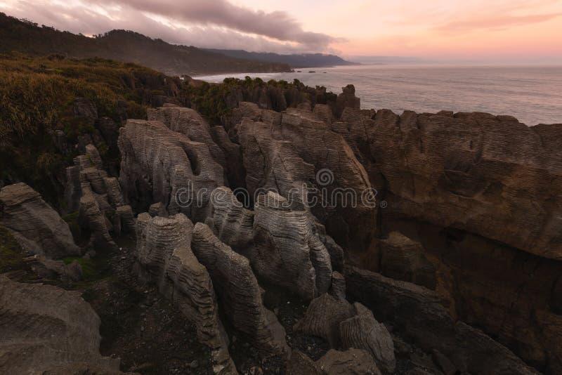 Blin skała jest sławnym punktem zwrotnym w południowej wyspie, Nowy Zealand zdjęcie stock