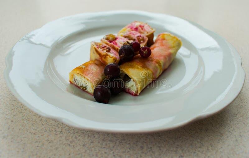 Blin z kremowym serem i jagodami obrazy stock