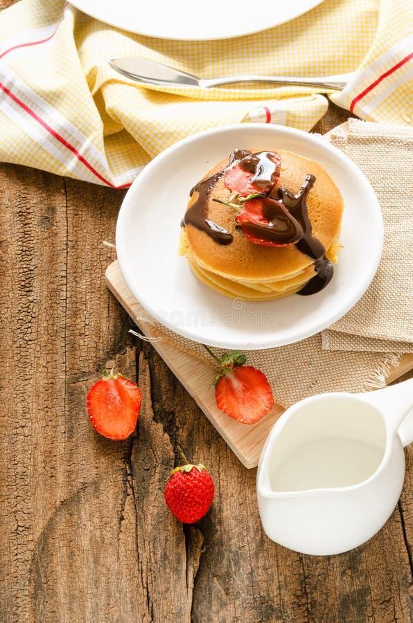 Blin z truskawką i czekoladą zdjęcie stock