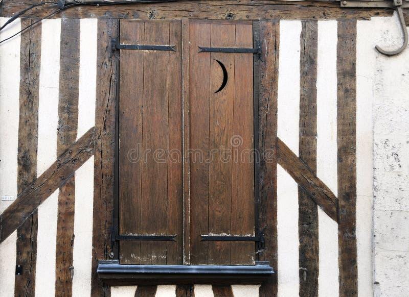 Blinden bij half betimmerde huizen in de oude stad van Orléans royalty-vrije stock afbeelding