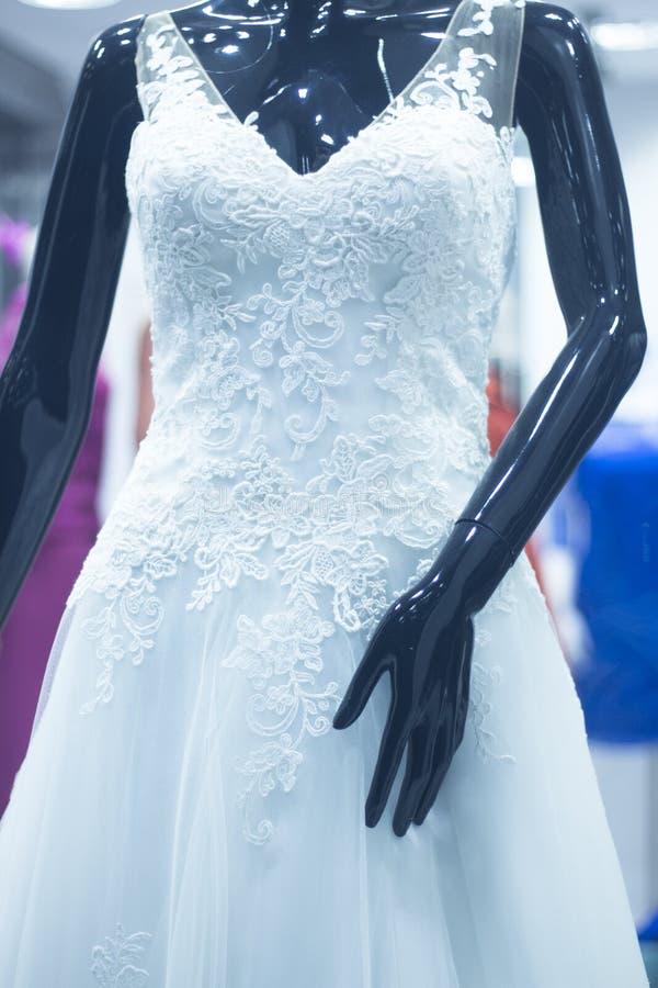 Blindes Brautmannequin des Brautshops stockfotos
