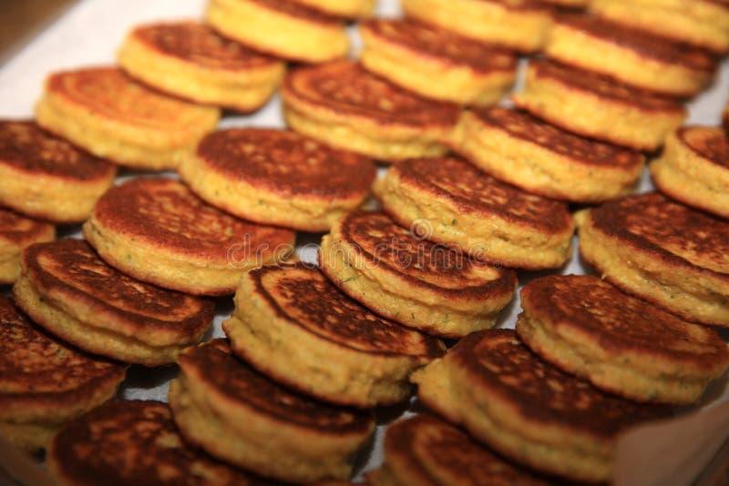 Blini Pancake em uma prateleira fotografia de stock royalty free