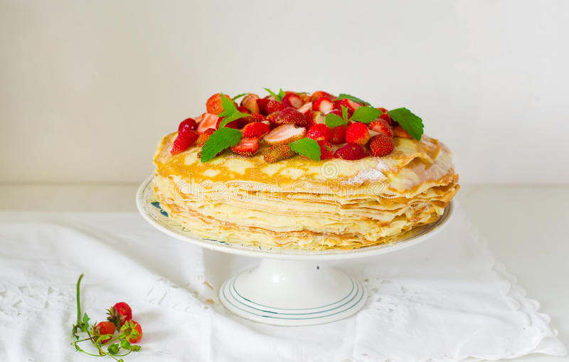 Blinispaj med srawberry royaltyfri foto
