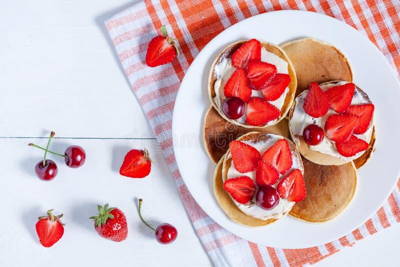Blinu tradycyjny domowej roboty Amerykański śniadanie zdjęcie stock