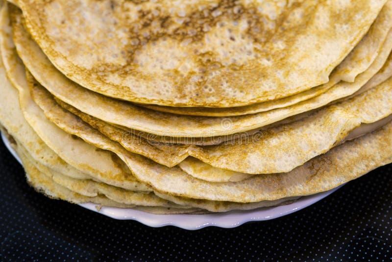Bliny dla karnawału na talerzu, tradycyjny jedzenie obraz stock
