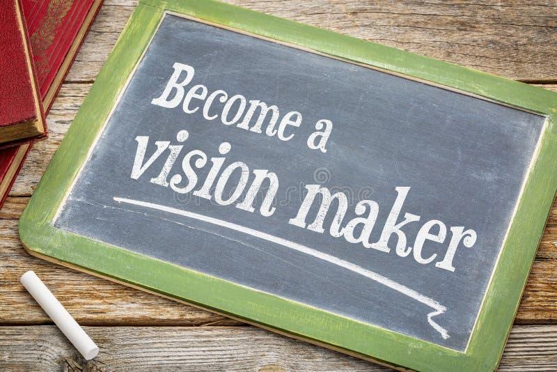 Blir en visiontillverkarerådgivning på svart tavla royaltyfri bild