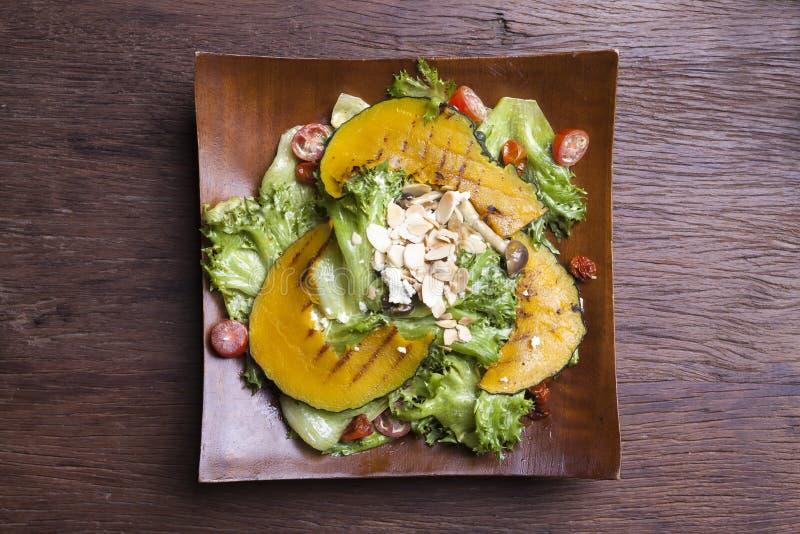 Download Blisko Sałatka Wystrzelona W Górę Warzywa Obraz Stock - Obraz złożonej z dinner, sałata: 53793515