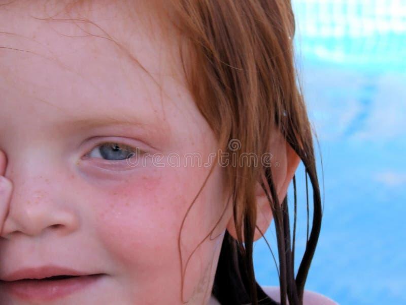 blisko twarzy dziewczyny się trochę fotografia stock