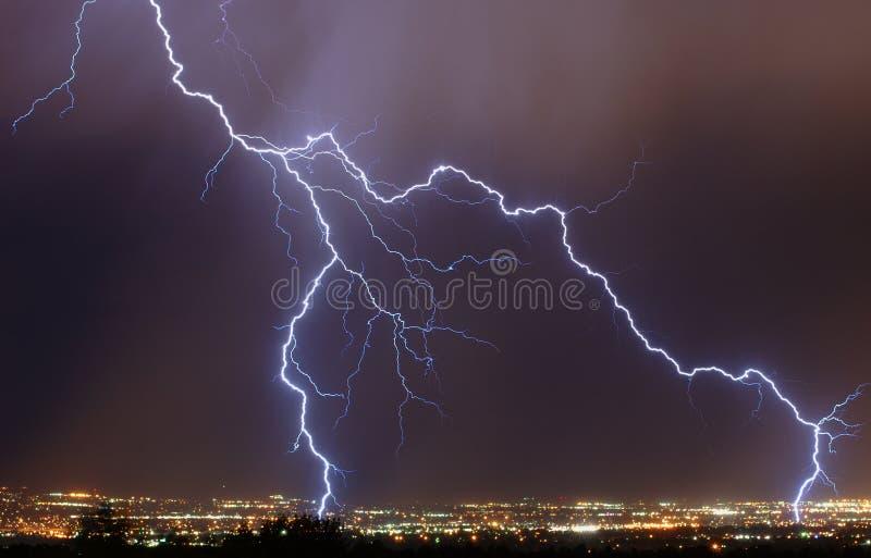 Blitz über der Stadt