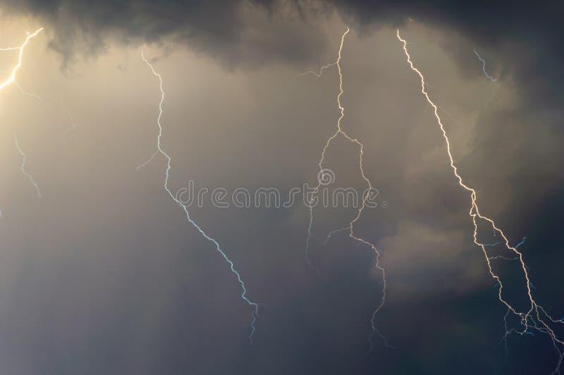Blitze und Donner stockfotos