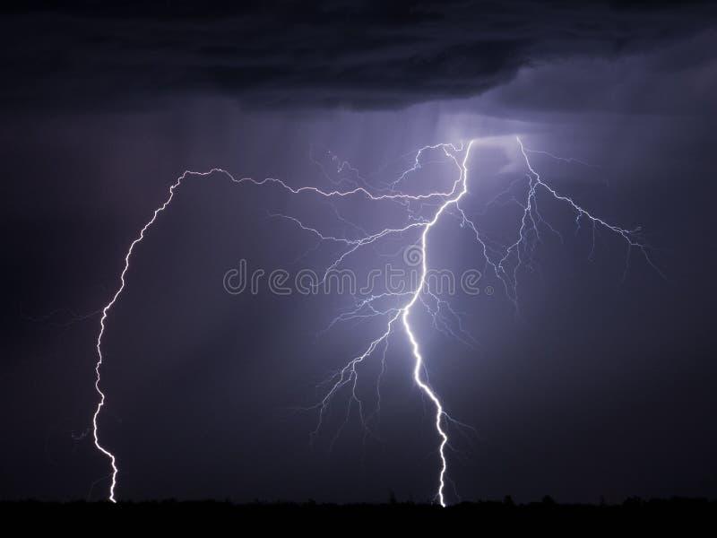 Blitzschraube nachts stockbild