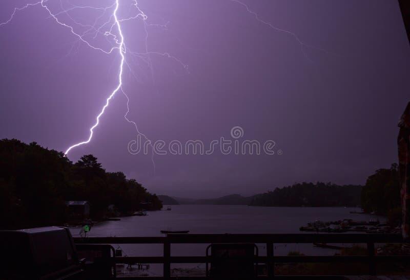 Blixt på forell sjön royaltyfria foton
