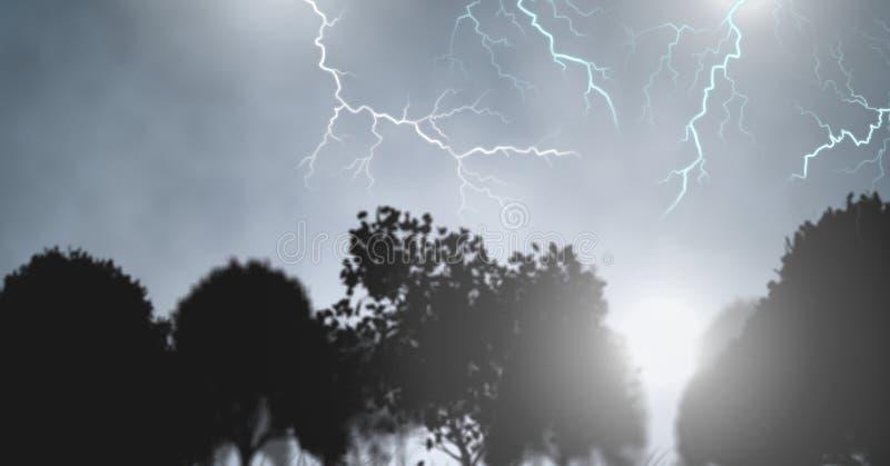Blixtslag i himmel över trädkonturer fotografering för bildbyråer