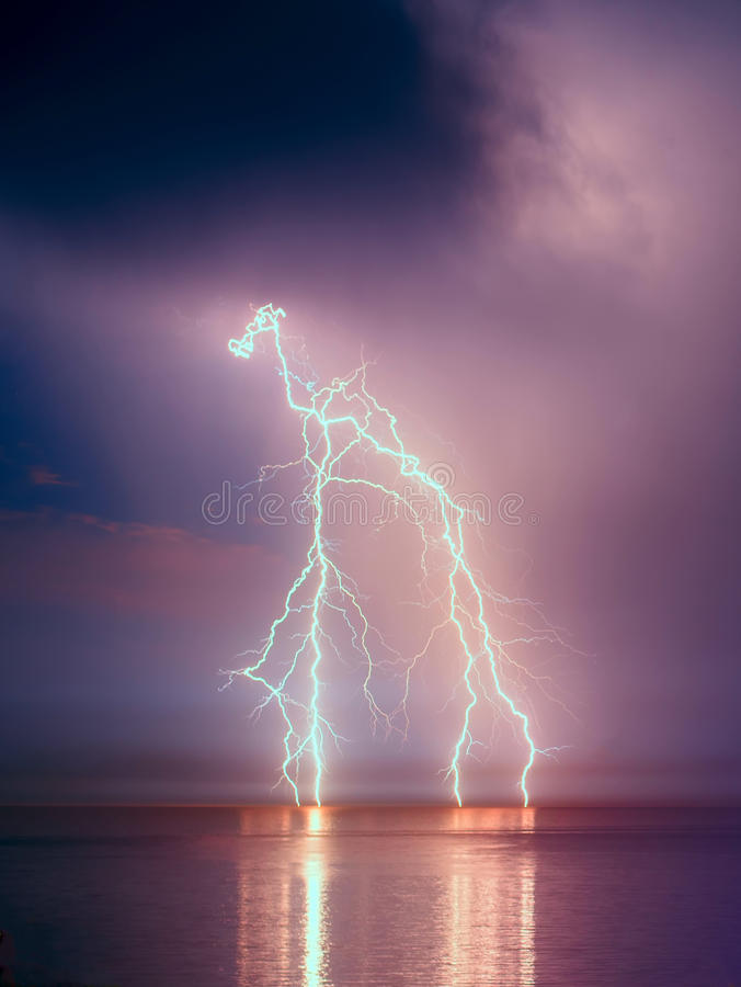 Blixtstorm fotografering för bildbyråer