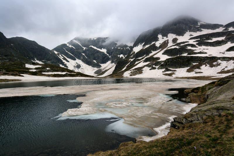 Bliznaka Tweelingmeer in Rila-Bergen, Bulgarije stock foto
