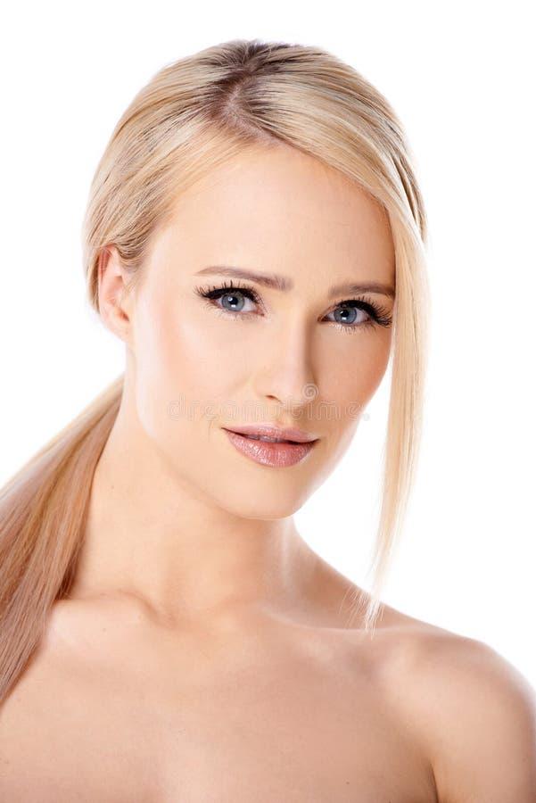 Bloße blonde Frau, welche die Kamera betrachtet lizenzfreies stockfoto