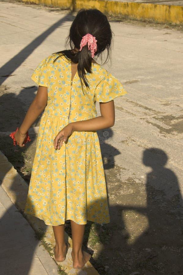 Bloße Füße Kind stockfotografie