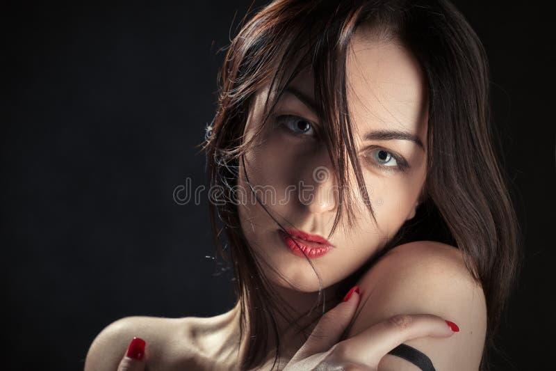Bloße Schultern der Frau lizenzfreies stockbild