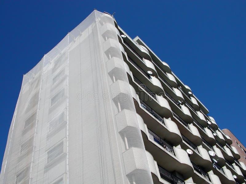 Download Bloc d'appartements image stock. Image du moderne, ciel - 91253