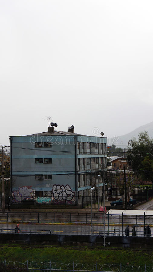 Bloc d'appartements de ghetto en piment de Cerro Navia photo libre de droits