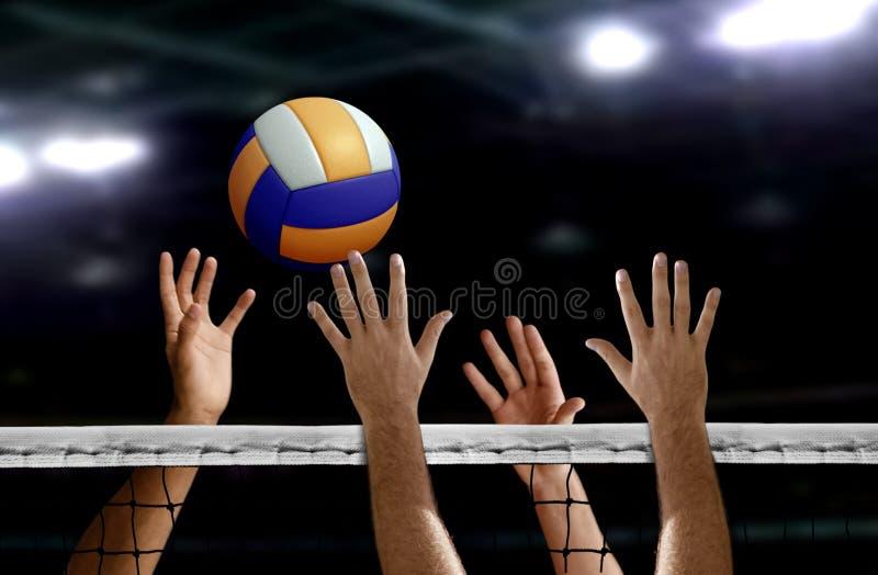 Bloc de main de transitoire de volleyball au-dessus du filet photos stock