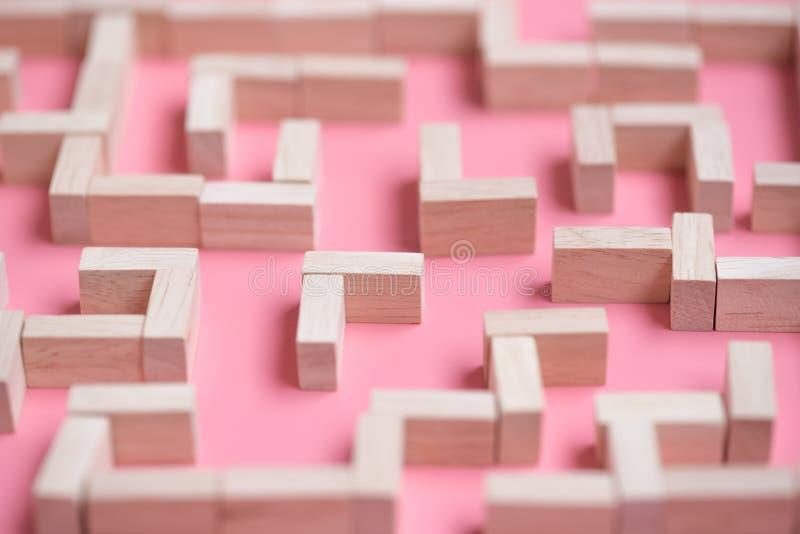 Bloc en bois de labyrinthe de puzzle photo stock