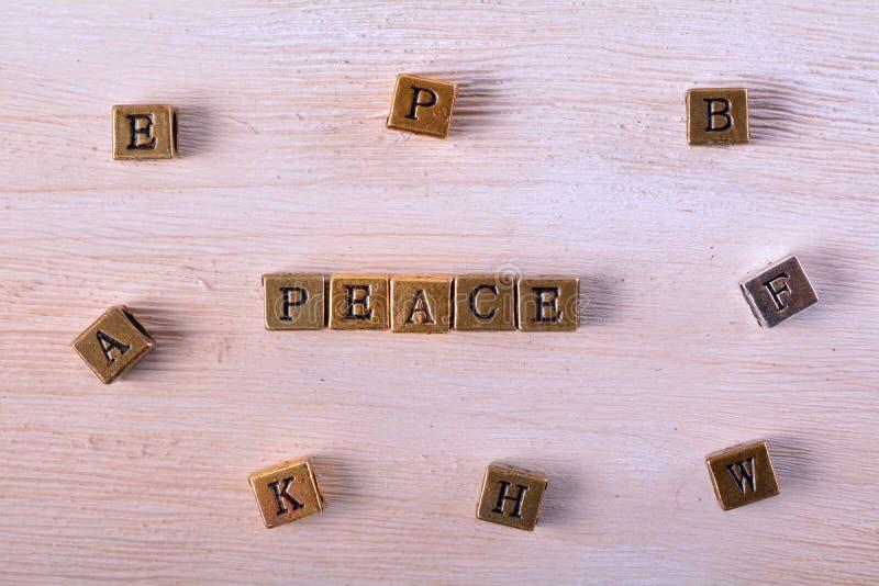 Bloc en métal de mot de paix photos stock