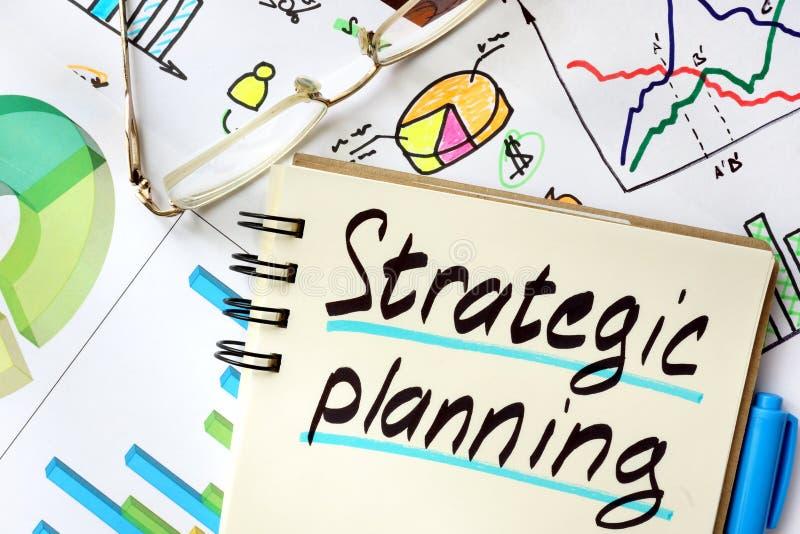 Bloc-notes avec la planification stratégique stratégique de signe image libre de droits