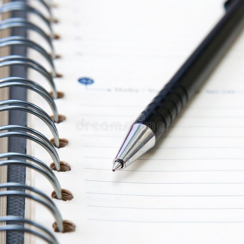 Bloc - notes avec le crayon lecteur photographie stock libre de droits