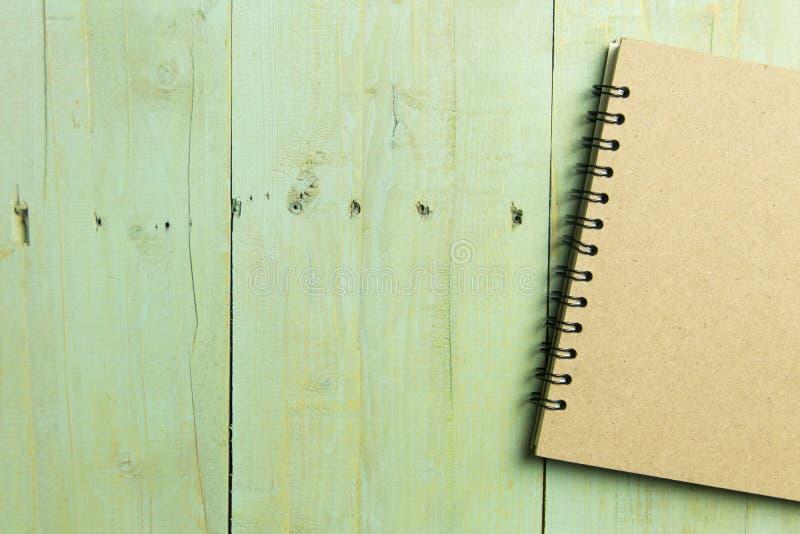 Bloc-notes de côté droit au-dessus du vintage en bois Copiez l'espace photographie stock