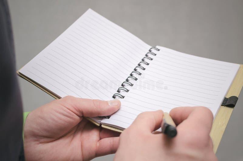 Bloc-notes de page vide Pour faire le calibre de liste Buts ou tours d'affaires Les affaires inclinent le concept Concept de gest image libre de droits