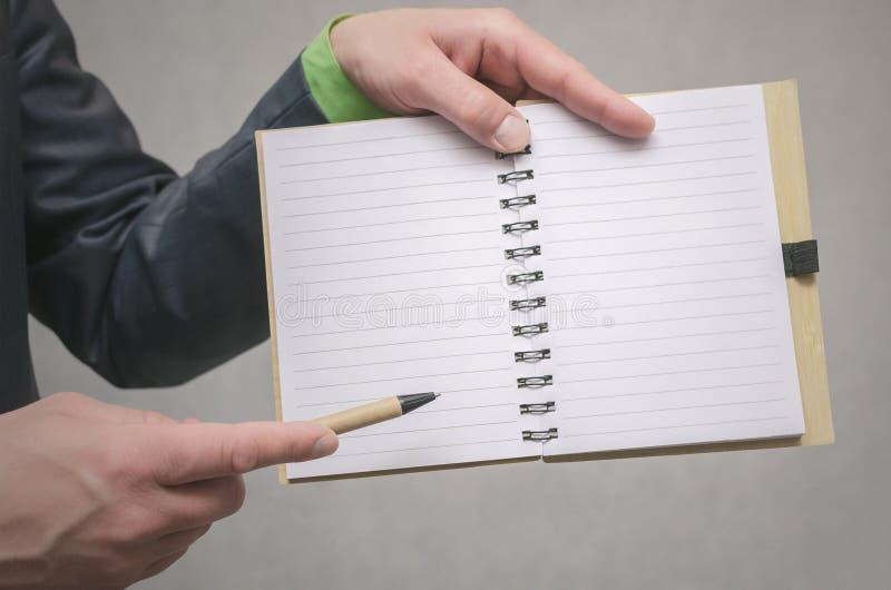 Bloc-notes de page vide Pour faire le calibre de liste Buts ou tours d'affaires Les affaires inclinent le concept Concept de gest photographie stock libre de droits