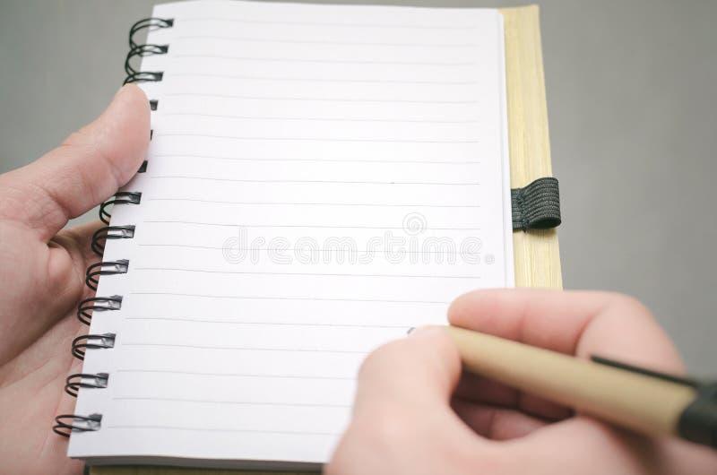 Bloc-notes de page vide Pour faire le calibre de liste Buts ou tours d'affaires Les affaires inclinent le concept Concept de gest photos libres de droits