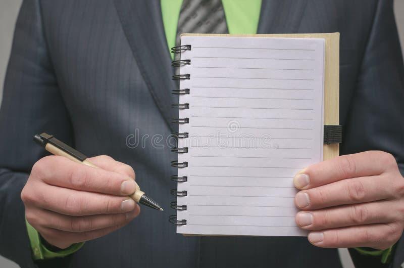 Bloc-notes de page vide Pour faire le calibre de liste Buts ou tours d'affaires Les affaires inclinent le concept Concept de gest image stock