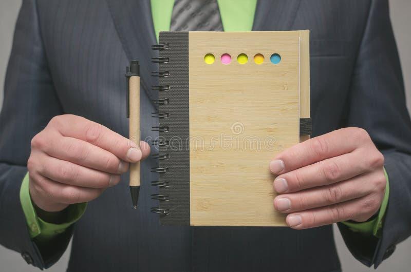 Bloc-notes de page vide Pour faire le calibre de liste Buts ou tours d'affaires Les affaires inclinent le concept Concept de gest photo libre de droits