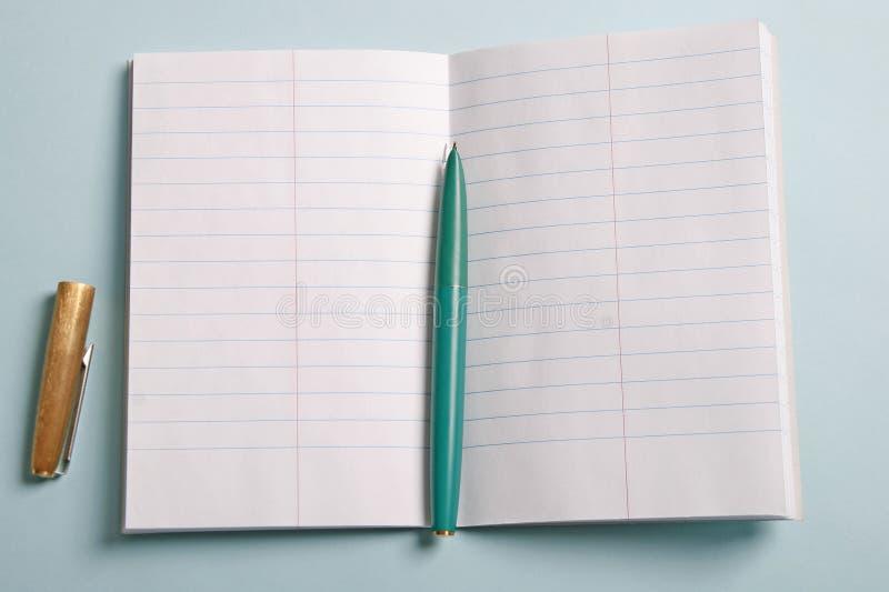 Bloc-notes et stylo-plume photo libre de droits