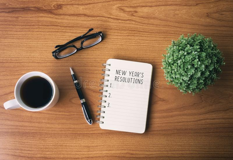 Bloc-notes et texte - résolutions du ` s de nouvelle année Concept d'an neuf image libre de droits