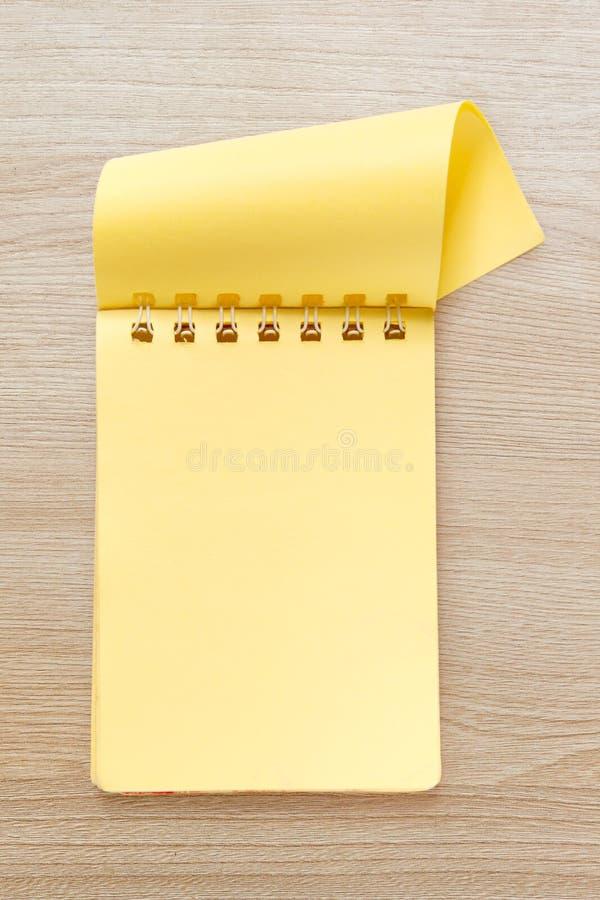 Bloc-notes jaune vide image stock