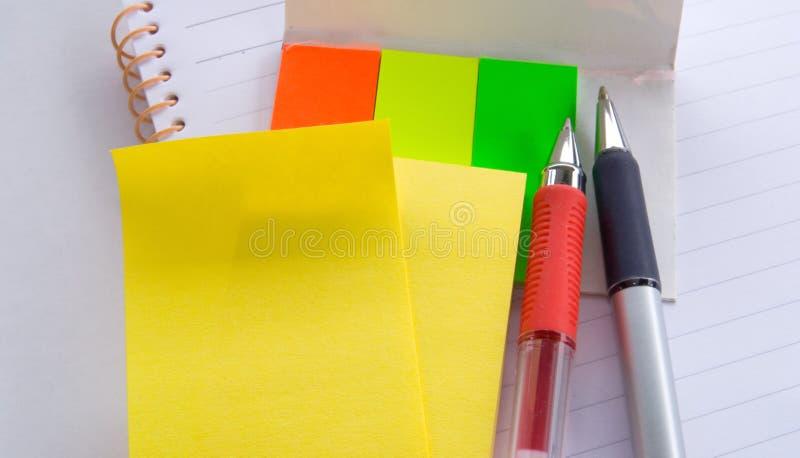 Bloc-notes, note et crayon lecteur photo libre de droits