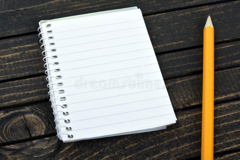 Download Bloc-notes sur la table photo stock. Image du vieux, bloc - 76079118