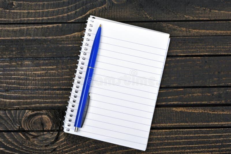 Download Bloc-notes sur la table photo stock. Image du page, cahier - 76079270