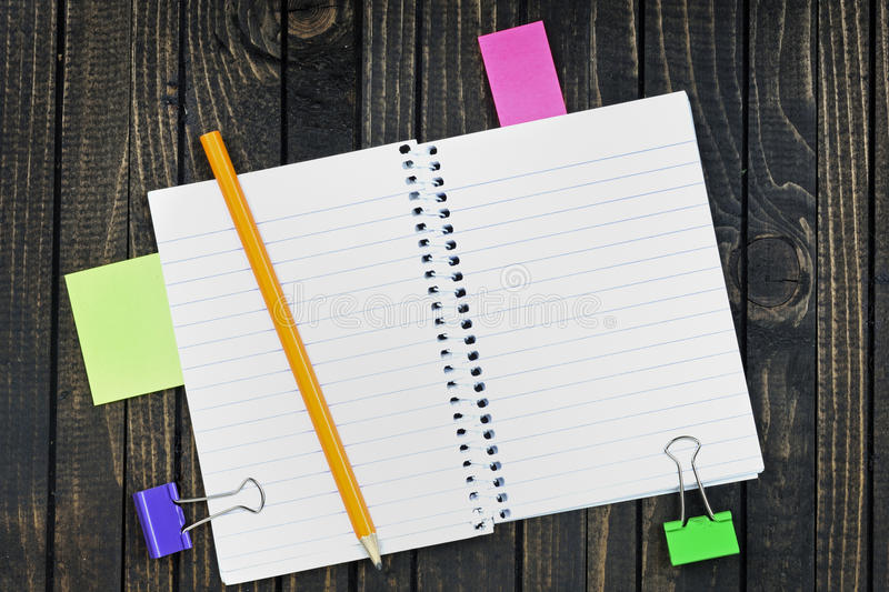 Download Bloc-notes sur la table photo stock. Image du agenda - 76080210