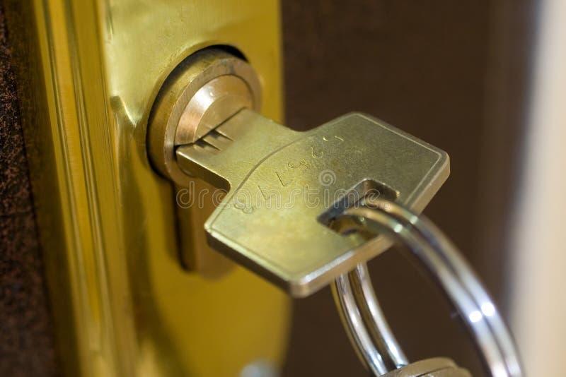Blocage à la maison et clé image stock